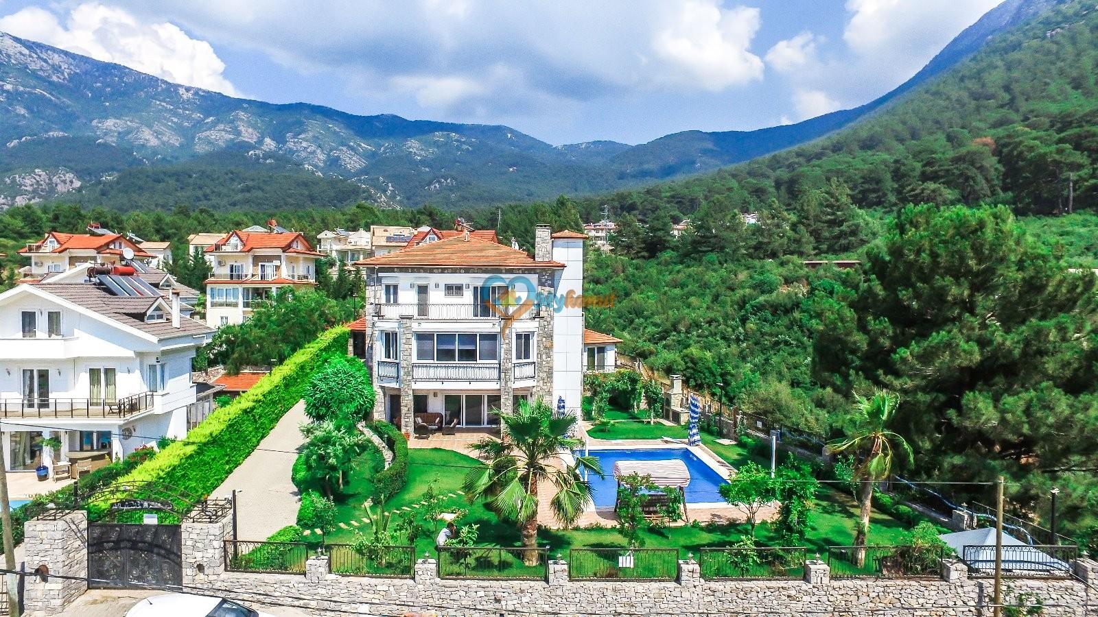 Luxury Grimen Villa