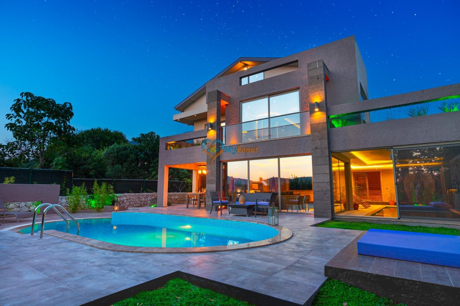 Luxury Lea Villa