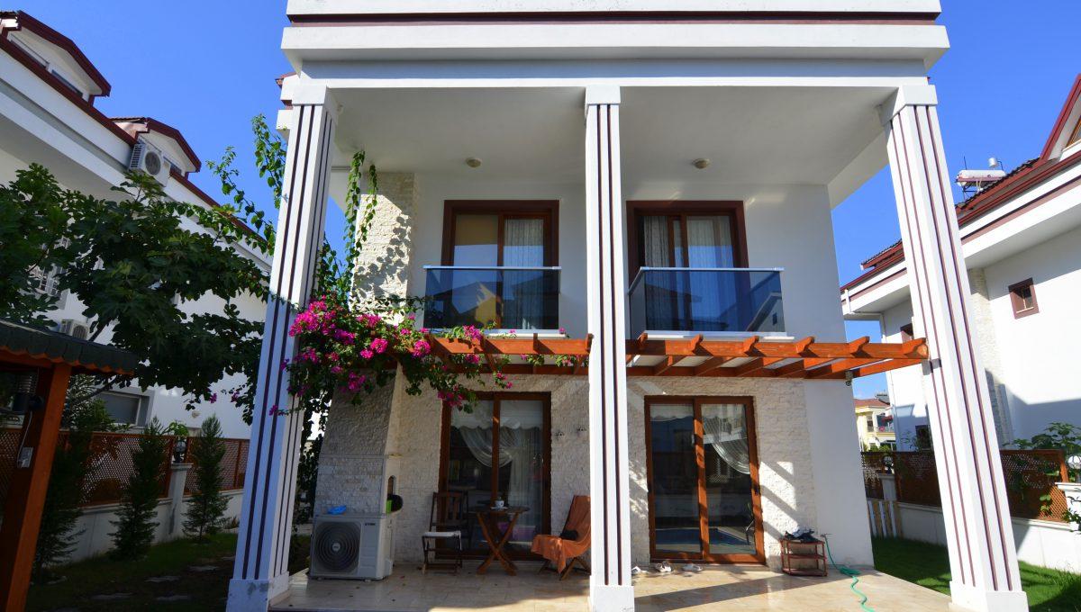 babataşında 5+1 müstakil havuzlu villa (125)