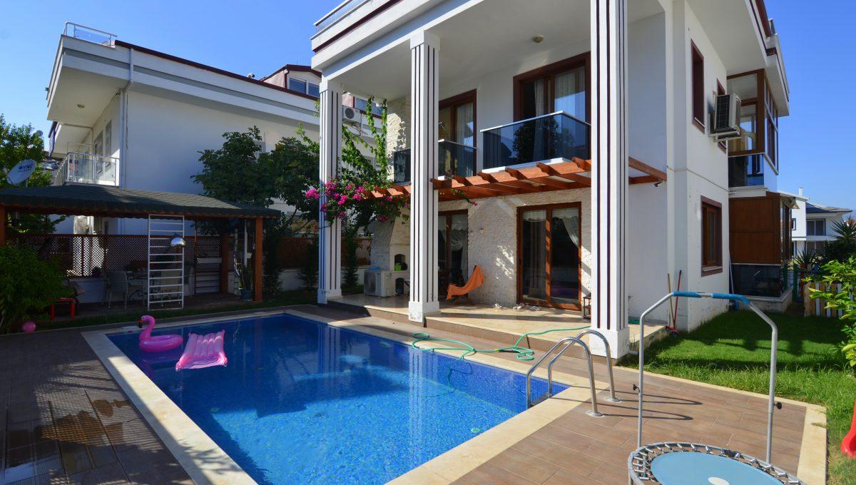 babataşında 5+1 müstakil havuzlu villa (131)