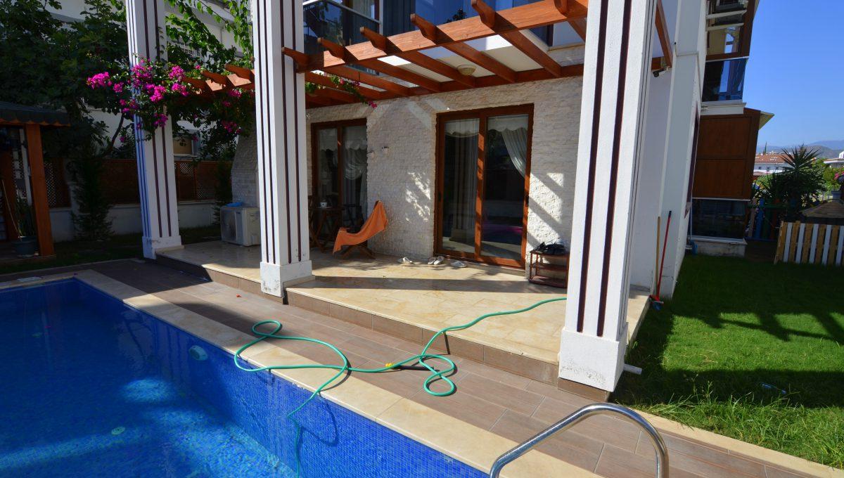 babataşında 5+1 müstakil havuzlu villa (138)