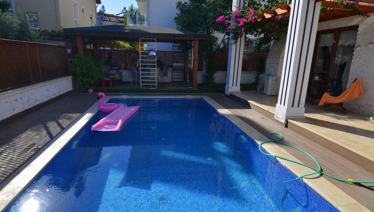 babataşında 5+1 müstakil havuzlu villa (139)