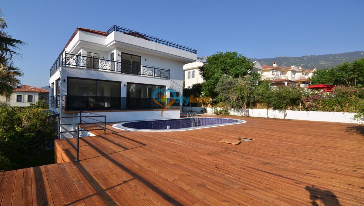 ovacıkta 4+1 kapalı havuzlu villa (57)