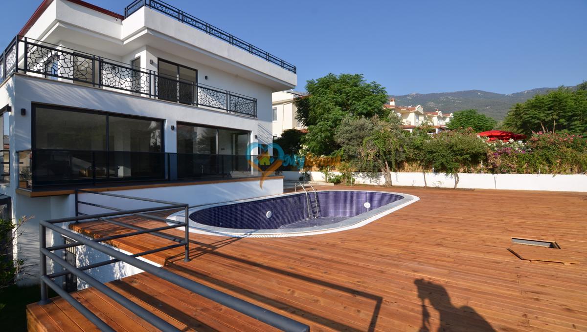 ovacıkta 4+1 kapalı havuzlu villa (59)